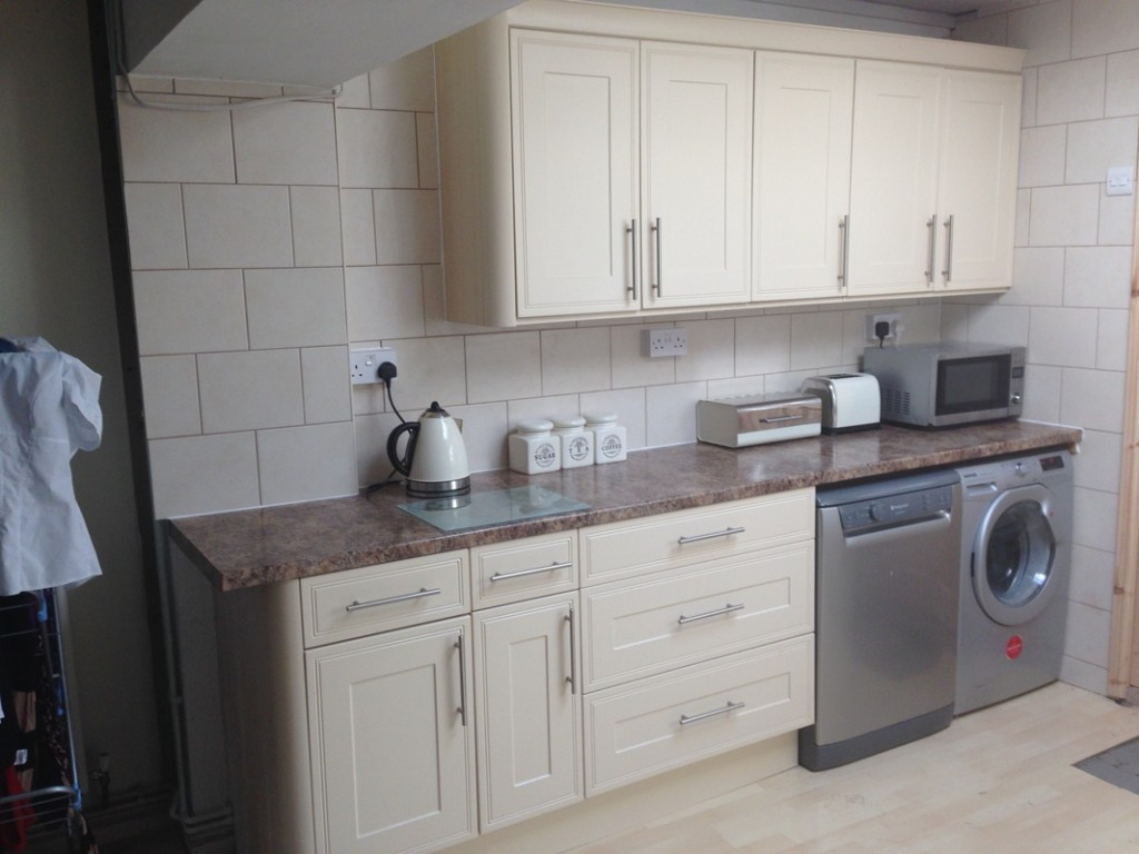 Low cost fitted kitchen Hanham Bristol